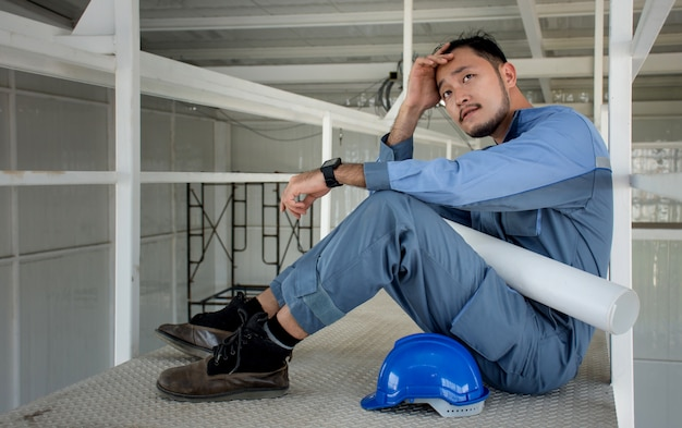 Engenheiros asiáticos que sofrem estresse não cometem erros em seus trabalhos e negócios.