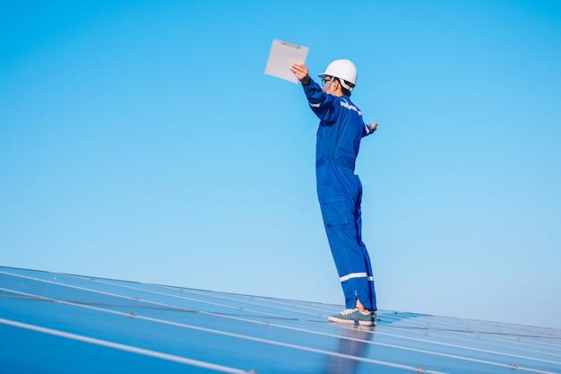 Engenheiros, operando, e, cheque, gerando, poder, de, planta poder solar, ligado, solar, telhado