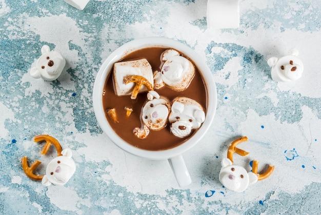 Engraçado chocolate quente para crianças