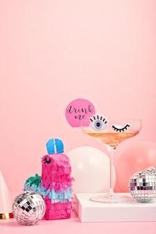 Engraçado copo de cocktail bonito com olhos