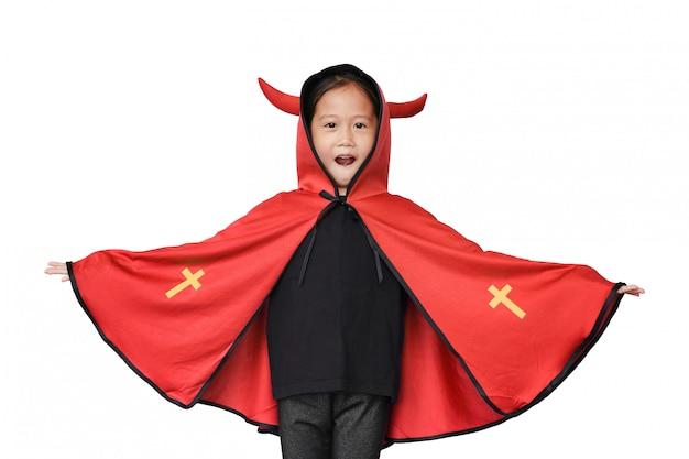 Engraçado criança asiática menina vestida com fantasia de halloween