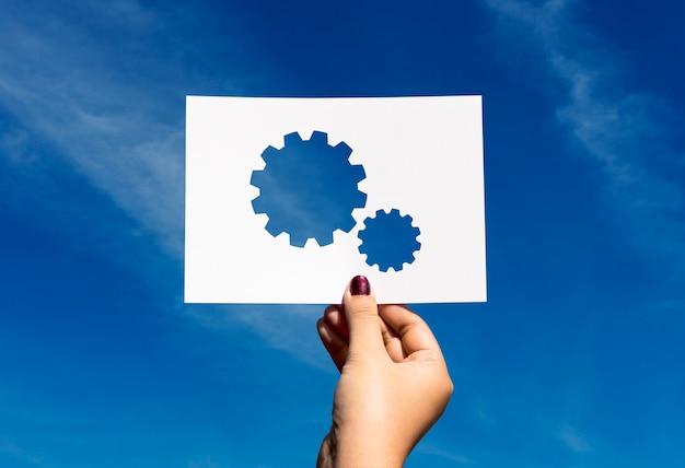Engrenagem de papel perfurada de trabalho em equipe conectada corporativa