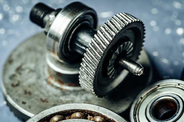 Engrenagens de uma antiga máquina industrial