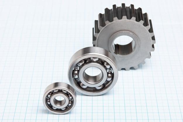 Engrenagens e rolamentos em papel milimétrico