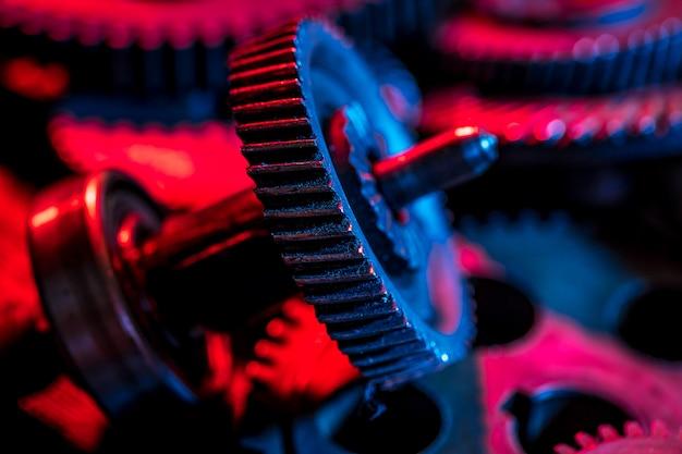 Engrenagens. peça da máquina. cor neon.