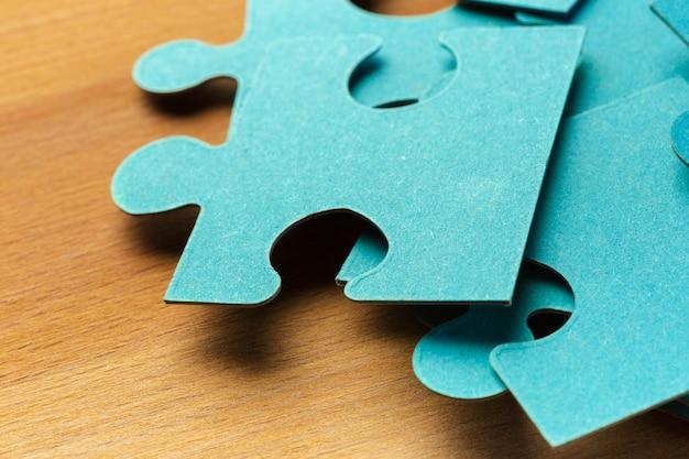 Enigma incompleto com peça faltante