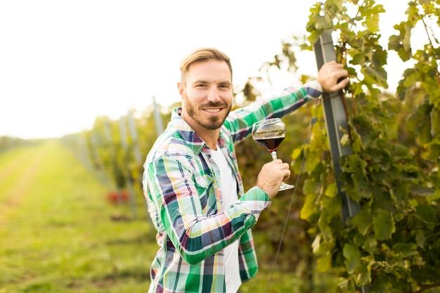 Enólogo na vinha