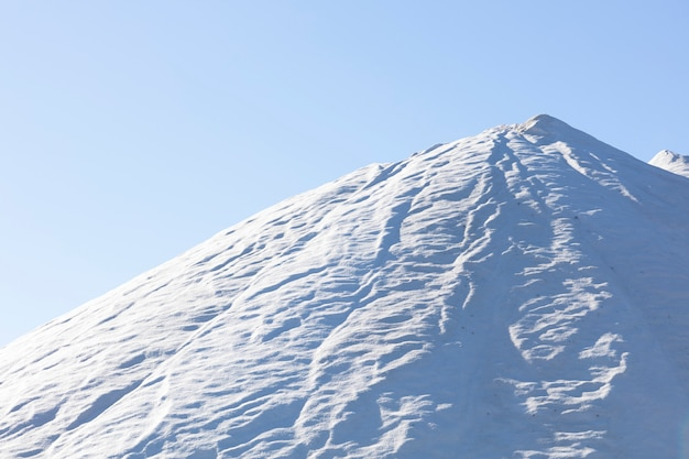 Enorme montanha salgada