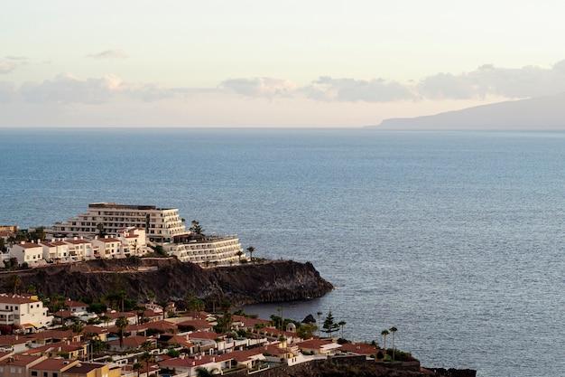 Enorme resort no litoral