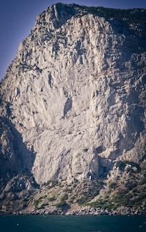 Enorme rocha à beira-mar da crimeia, filtro