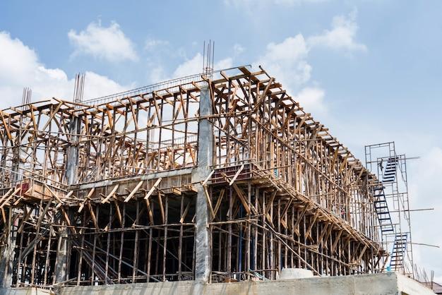 Enquadramento de madeira do edifício de construção
