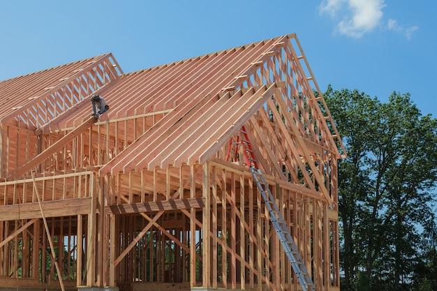 Enquadramento interior de uma nova casa em construção