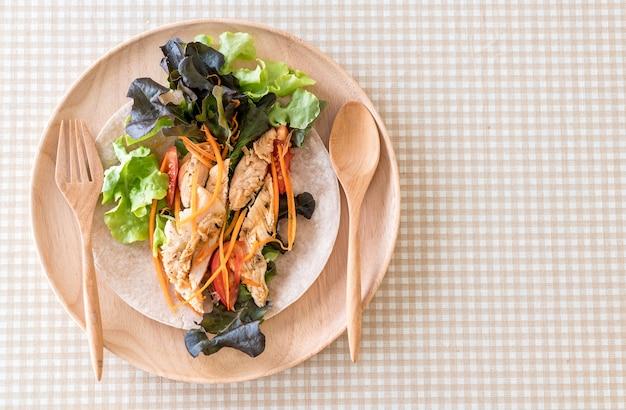 Enrolar o rolo de salada
