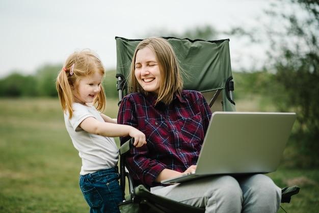Ensino doméstico e trabalho freelance