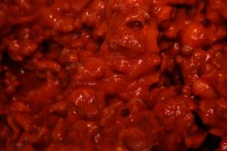 Ensopado de carne vermelha pegajosos, com sangue
