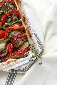 Ensopado francês tradicional de legumes de verão