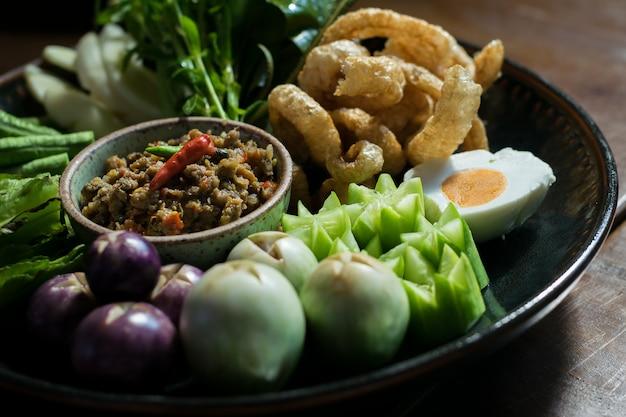 Ensopados de legumes e pasta de tamarindo de pimentão tailandês.