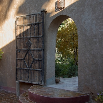Entrada da casa de hóspedes dar qamar, agdz, marrocos