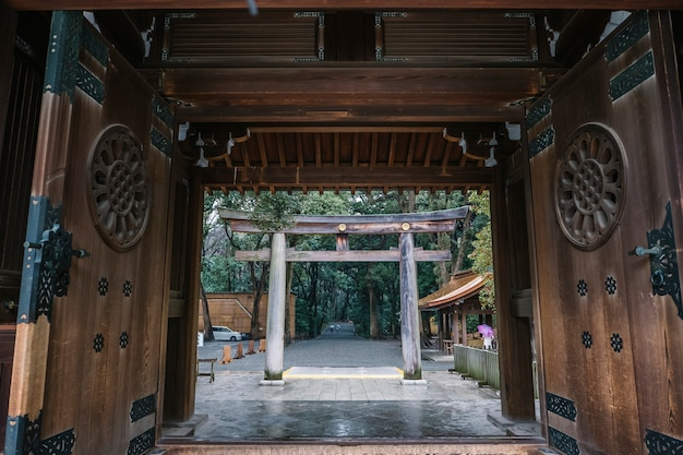 Entrada do portão torii no japão