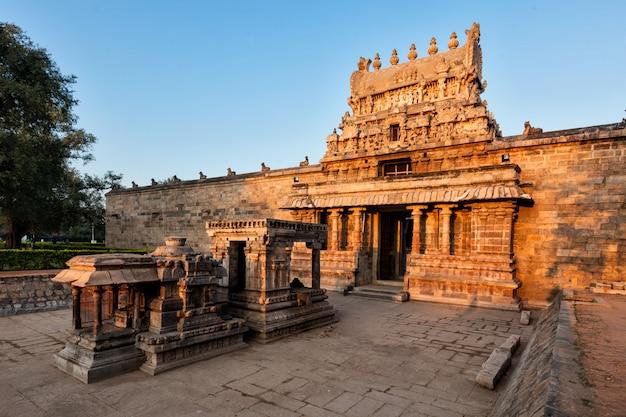 Entrada gopura (torre) do templo de airavatesvara, darasuram