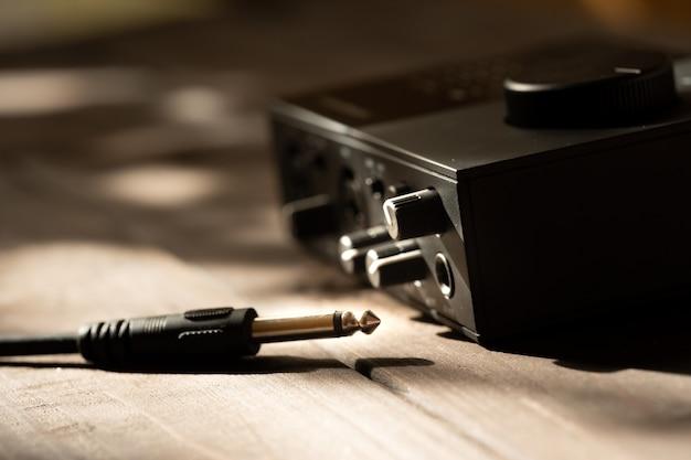 Entrada jack com controles de volume do microfone