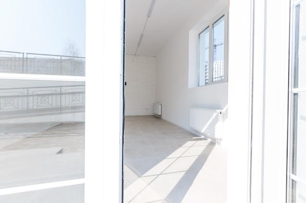 Entrada moderna em um pequeno escritório