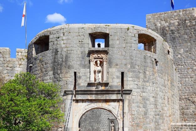 Entrada na cidade velha de dubrovnik (pile gate), croácia