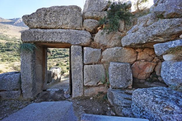 Entrada para a antiga cidade fortificada de micenas
