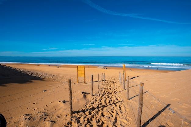 Entrada para a praia labenne océan vista de cima, les landes