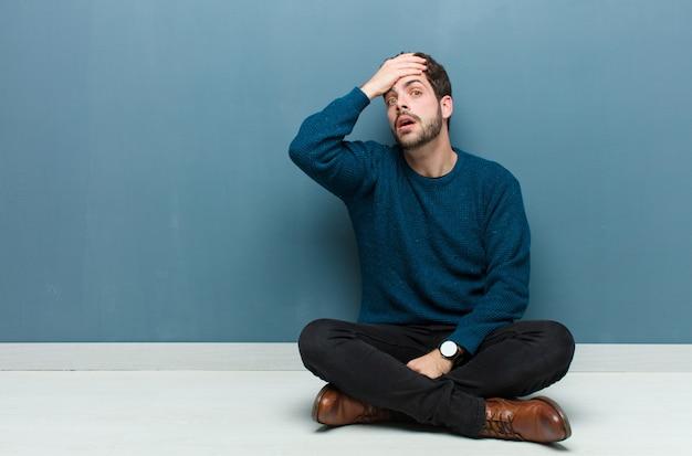 Entrando em pânico em um prazo esquecido, sentindo-se estressado, tendo que confundir uma bagunça ou erro