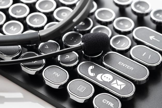 Entre em contato conosco ícone com estilo retrô de fone de ouvido e microfone