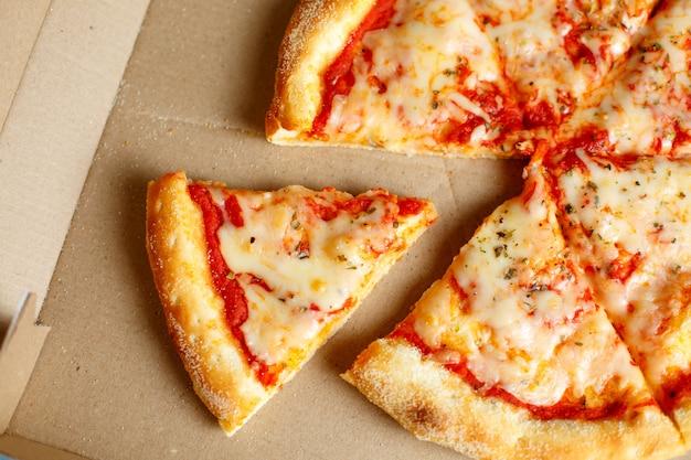 Entrega de pizza. menu de pizza.