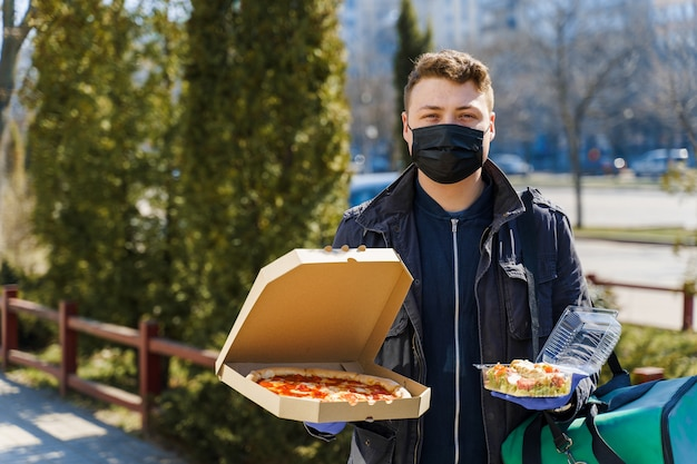 Entrega segura de comida de restaurante em período de quarentena