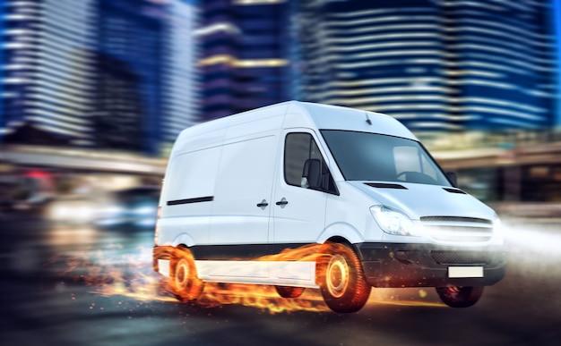 Entrega super rápida de serviço de pacote. van com rodas pegando fogo na estrada
