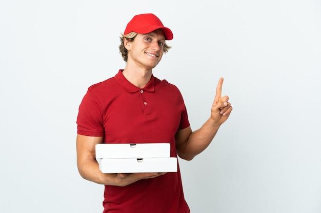 Entregador de pizza isolado e levantando um dedo em sinal dos melhores