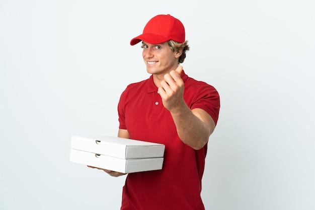 Entregador de pizza isolado fazendo gesto de dinheiro