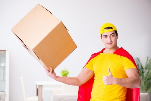 Entregador de super-heróis com caixa