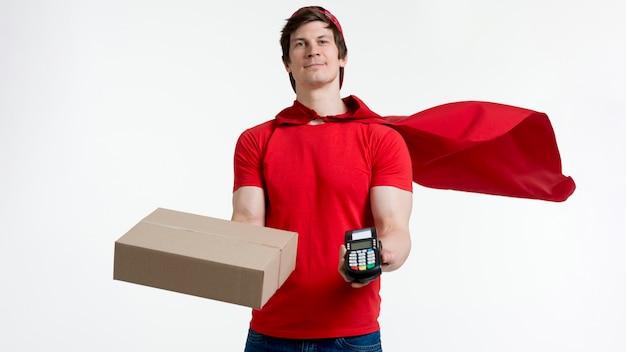 Entregador de vista frontal com caixa