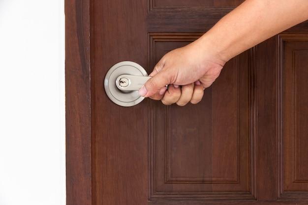 Entregue a porta aberta por fechaduras knob na porta