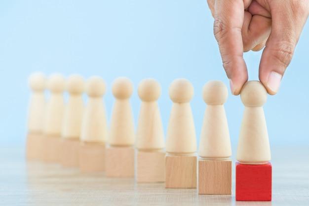 Entregue recursos humanos do negócio, empregado do recrutamento e managemen do talento com conceito bem sucedido do líder da equipe do negócio - imagem.