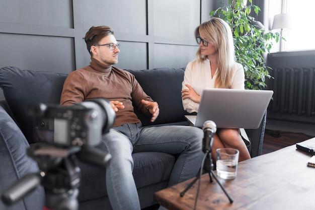 Entrevista de jornalismo filmada