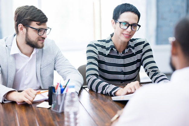 Entrevista de negócios no escritório