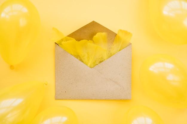 Envelope cheio de penas tenras
