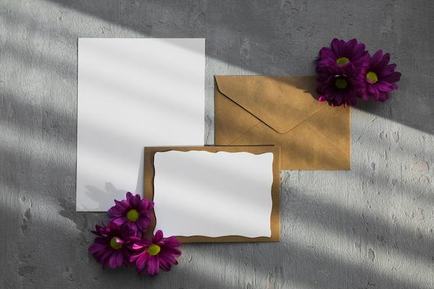 Envelope com decorações florais