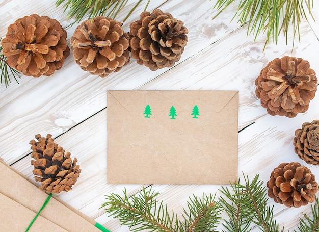 Envelope com símbolos de natal