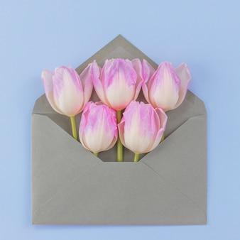 Envelope com tulipas
