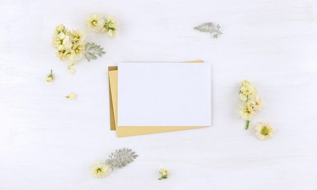 Envelope e cartão postal whith flores