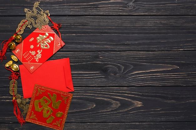 Envelope e decorações chinesas