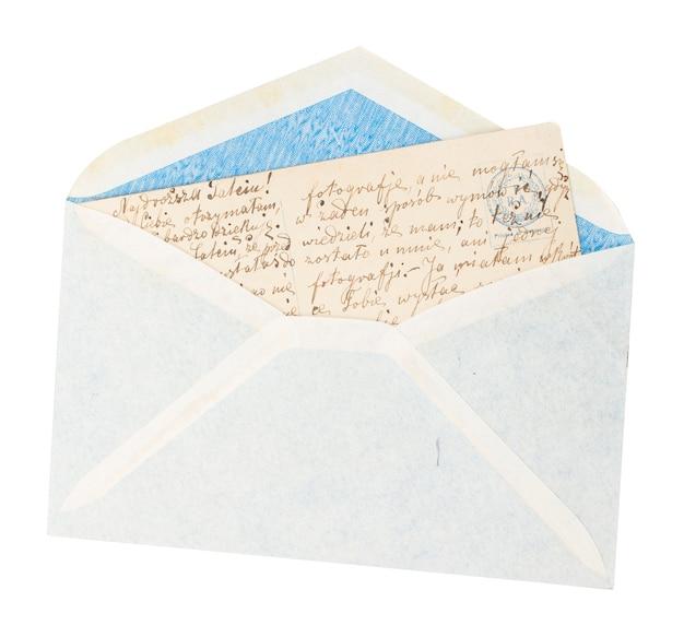 Envelope velho com carta isolada