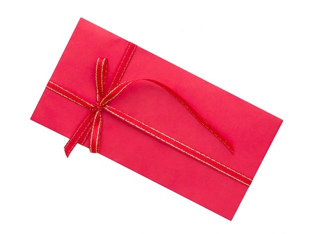 Envelope vermelho com laço de fita